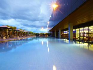 Four Points By Sheraton Kuching Hotel Кучінг - Басейн