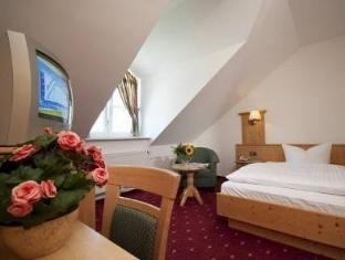 Best PayPal Hotel in ➦ Zorneding: Hotel Neuwirt