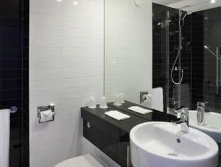 Holiday Inn Express Manchester Cc Oxford Road Manchester - Bathroom