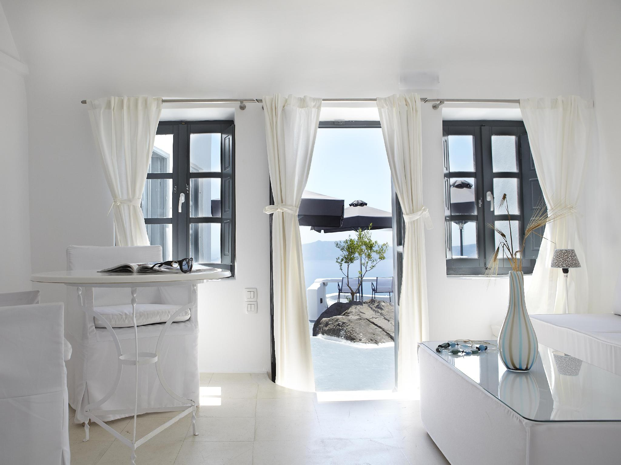 Sun Rocks Boutique Hotel – Santorini 1