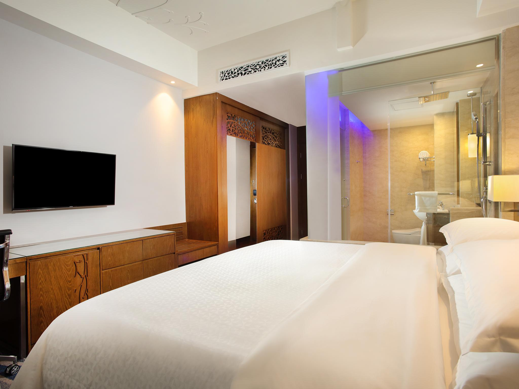 Hotel Four Points by Sheraton Manado - Jl. Piere Tendean Boulevard, Sario Manado - Manado