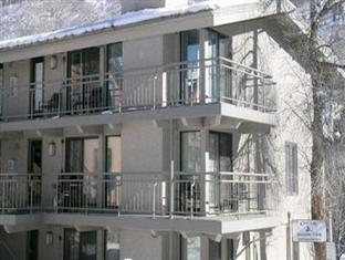 Chateau Roaring Fork and Chateau Eau Claire by Frias Aspen (CO) - Hotel Exterior