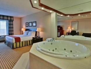 Holiday Inn Express Hotel & Suites Newmarket Toronto (ON) - Jacuzzi Suite