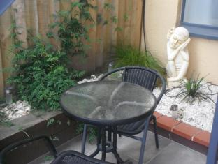 Avalon Court Accommodation Christchurch - Outdoor Patio