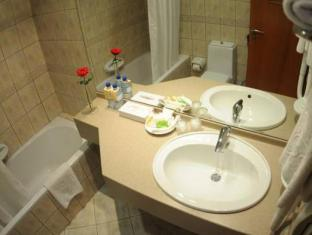Royal Rotary Hotel Apartments Abu Dhabi - Bathroom