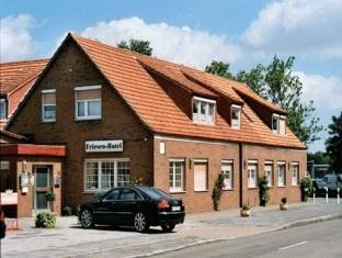 Best guest rating in Wilhelmshaven ➦  takes PayPal