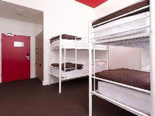 Bounce Sydney Hostel guestroom junior suite
