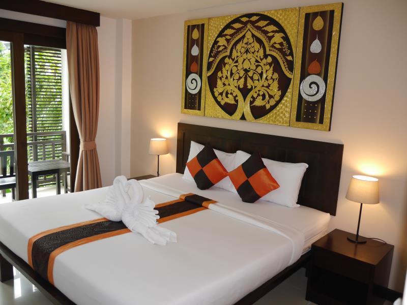 โรงแรมอัมพาเพลส