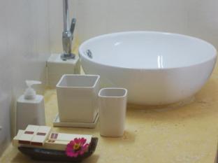 Au Cabaret Vert Hotel Battambang - Bathroom