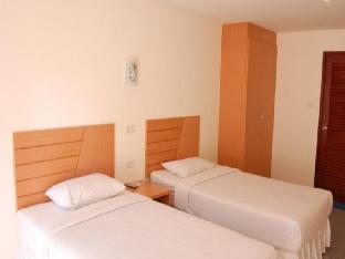 Baan Manthana Hotel guestroom junior suite