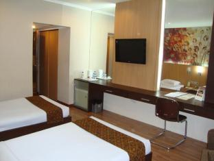 Riyadi Palace Hotel Solo (Surakarta) - Standard room renovated