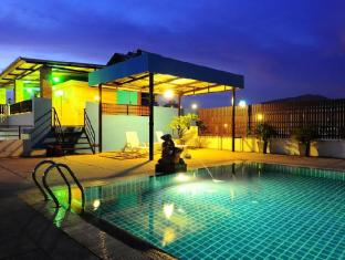 YK Patong Resort Phuket - Swimming pool