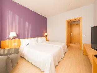 TRYP Barcelona Aeropuerto Hotel guestroom junior suite
