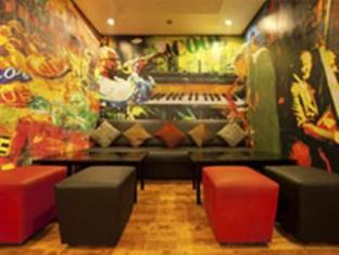 Red Fox Hotel-East Delhi New Delhi and NCR - Clever Fox Cafe - Lounge