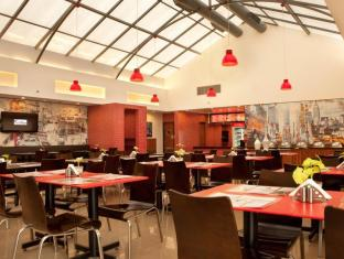 Red Fox Hotel-East Delhi New Delhi and NCR - Restaurant