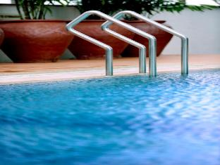 M Hotels - Tower A Kuching - Piscina