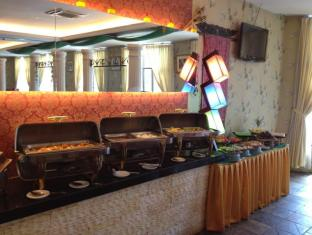 Regal Court Hotel Kuching - Rootsi laud