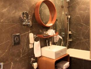 The Visaya Hotel New Delhi and NCR - Bathroom - Deluxe Room