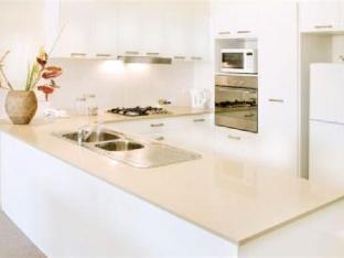Glenelg Pacific Apartments2