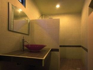 Manohra Cozy Village Phuket - Superior Bathroom