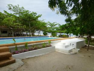 Talima Beach Villas & Dive Resort Cebu - Bể bơi