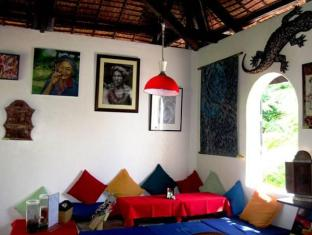 Charts Resort & Art Cafe Bohol - Interior