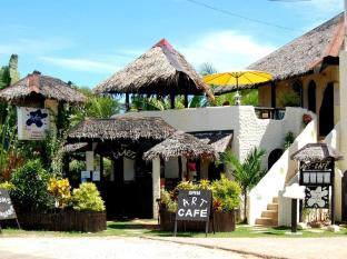 Charts Resort & Art Cafe Panglao Island - Entrance