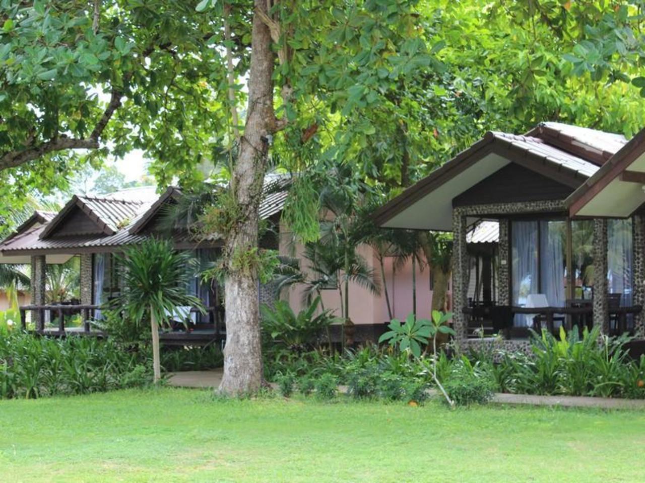 นางนวล รีสอร์ท (Nang Nual Resort)