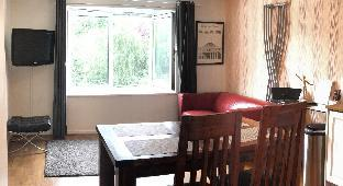 1 minute to tube - great 2 bed flat with everything (Kilburn )