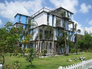 ホワイト アット シー リゾート White @ Sea Resort