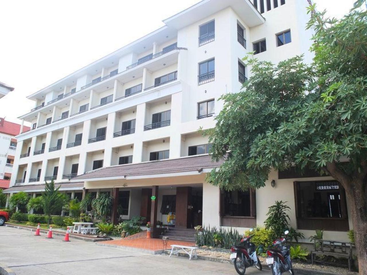 บ้าน คุณพ่อ โฮเต็ล (Baan Khun Poh Hotel)
