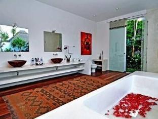 Villa Thila Bali - Master Bathroom