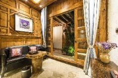 Jinsha Room-Mr.Ye and Ninty Nine Landladies, Lijiang