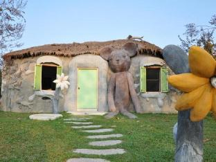 booking Hua Hin / Cha-am Naidee Sculptured Huts @ Vic Hua Hin hotel