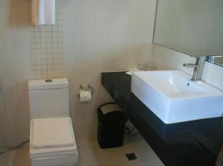 Allure Hotel & Suites Mandaue City - Bathroom