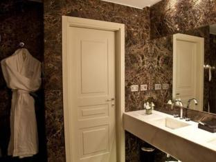 The First Luxury Art Hotel Roma - Member of Preferred Boutique Hotels Rome - Bathroom
