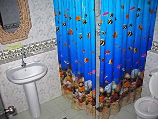 Ravenala Resort Cebu - Seaview Room Bathroom