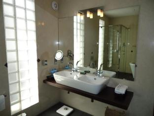 D Villas Colombo - Standard Single Room Bathroom