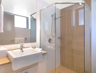Meriton Serviced Apartments Broadbeach Gold Coast - Bathroom