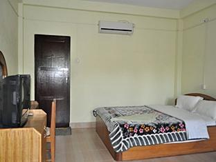 Sauraha Resort Chitwan National Park - Deluxe Standard Cottage Room only