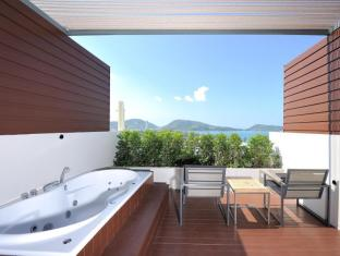 Sea Sun Sand Resort & Spa Phuket - Deluxe Jacuzzi - Balcony