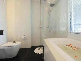 Sea Sun Sand Resort & Spa Phuket - Deluxe Sea View - Bathroom