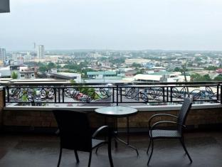 Pinnacle Hotel and Suites Davao City - Balkon/Teras
