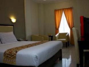 Royal Phoenix Hotel Semarang - Guest Room