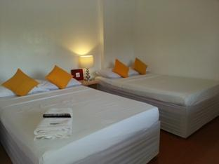 House of Big Brother Puerto Princesa City - Typical room with large beds