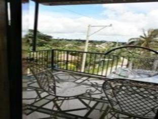 Philippines Hotel Accommodation Cheap | 5R Rooms for Rent Tagaytay - Balcony