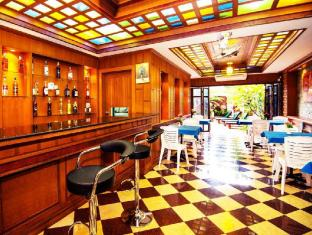 Renoir Boutique Hotel Phuket - Pub/salong