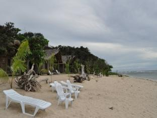 Kingfisher Sand Sea Surf Resort Pagudpud - Praia