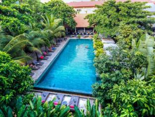 The Plantation Urban Resort and Spa Phnom Penh - Main swimming pool