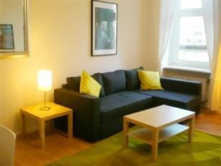 Holiday Apartment Kurfuerstenroad Berlin - Living room with sofa beds for two persons